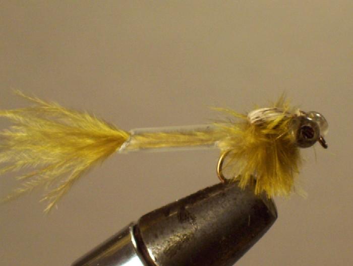 la libellule bic ....tube de bic + autruche +perles transparentes pour les yeux